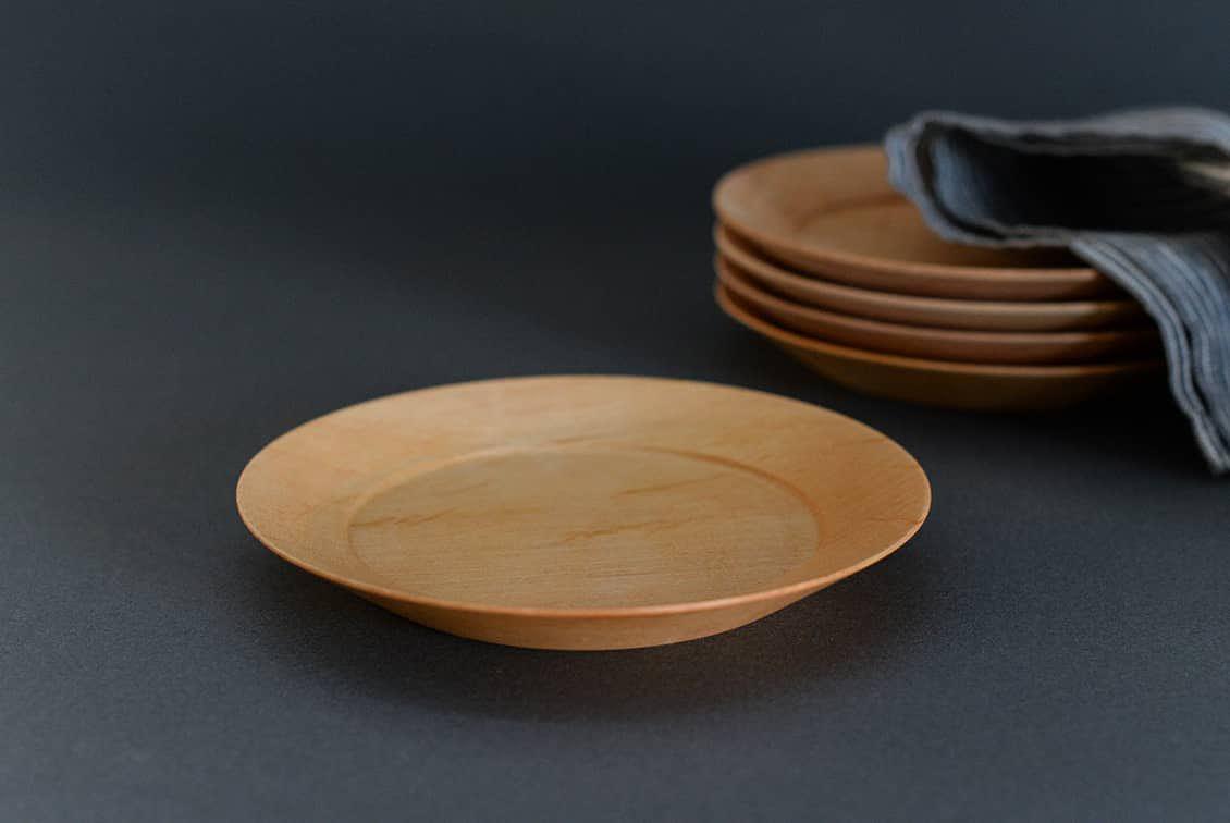 【次回入荷未定】ぴったり重なる、洗える木のプレート(15cm)/KURASHI&Trips PUBLISHINGの商品写真