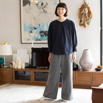 【次回12月上旬頃入荷予定】「家でのわたしも好きになる」見た目も機能もちょうどいいルームウェアセット/香菜子×KURASHI&Trips PUBLISHING(ネイビー×グレー)の商品写真