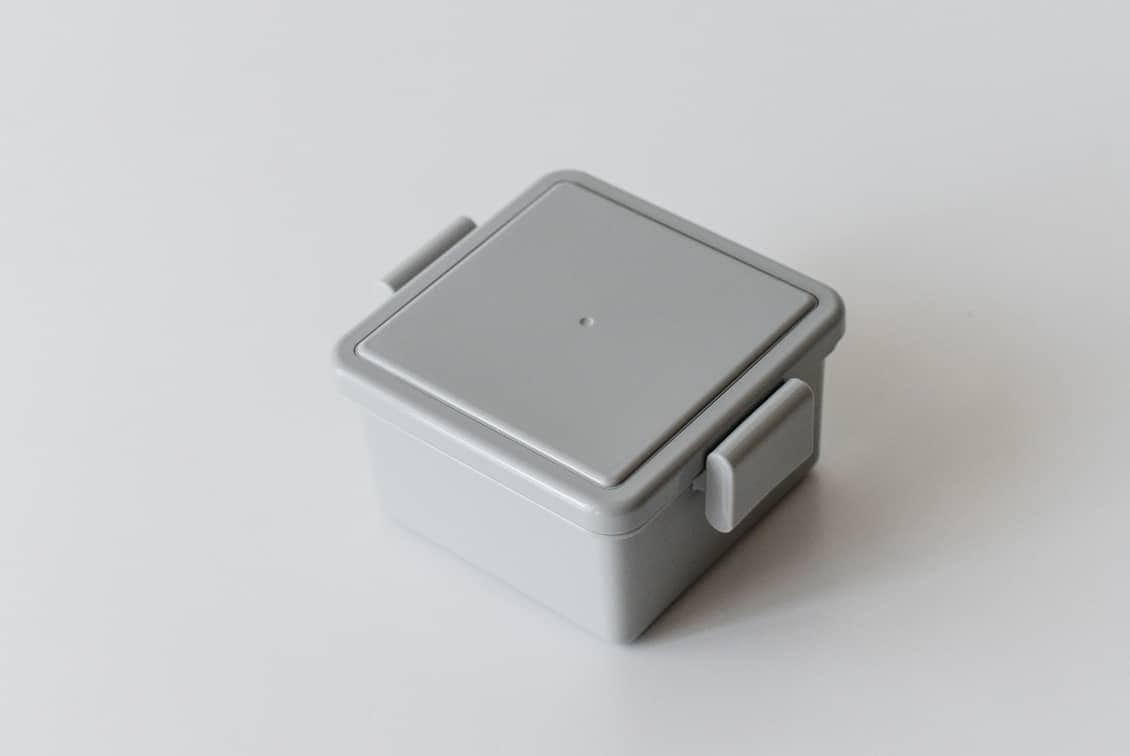 フタが保冷剤になるランチボックス/220ml/グレーの商品写真