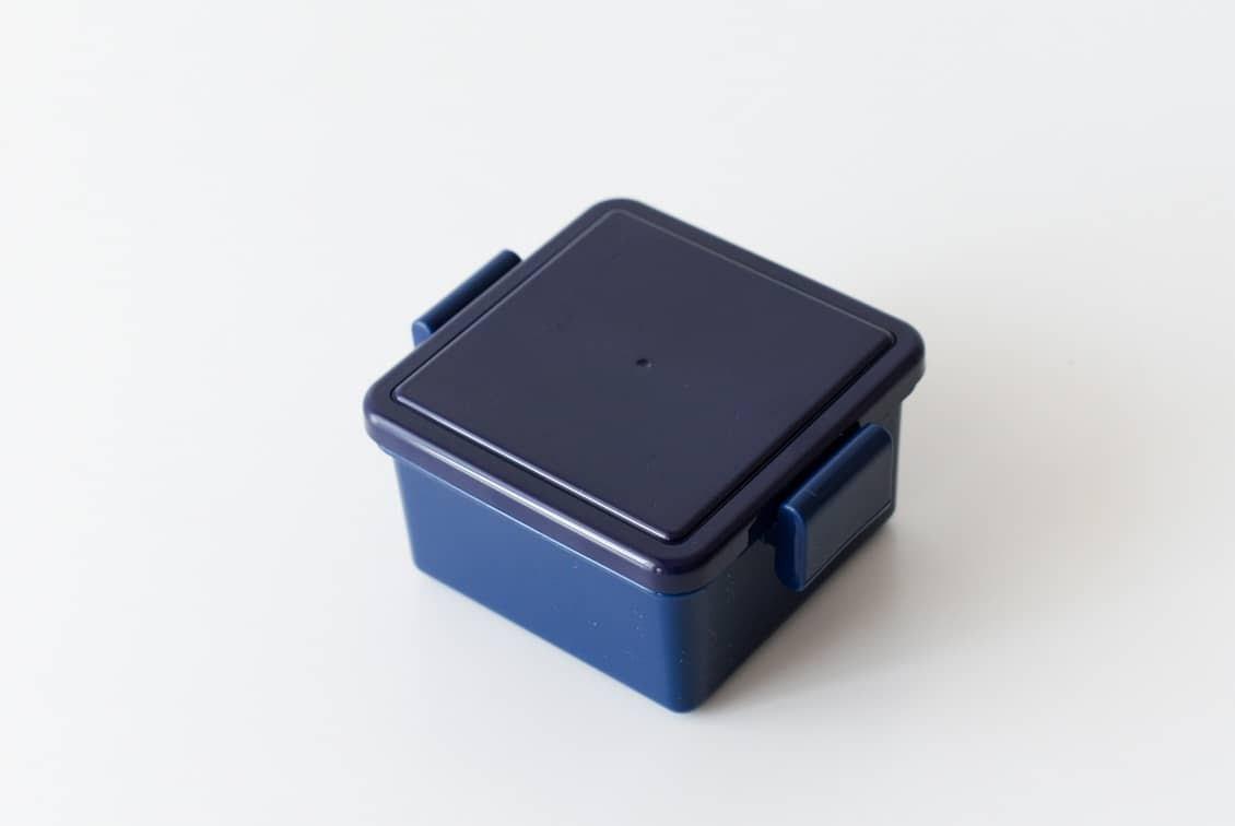 フタが保冷剤になるランチボックス/220ml/ネイビーの商品写真