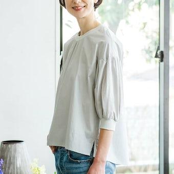 【今季終了】「洗いざらしがマイルール」2WAYトップス(ペールグレー)/香菜子×KURASHI&Trips PUBLISHINGの商品写真