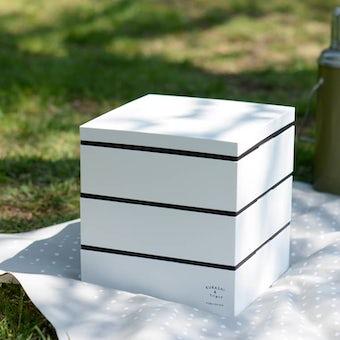 「いつもの料理も晴れやかに」お重セット(ふろしき付き)/KURASHI&Trips PUBLISHINGの商品写真