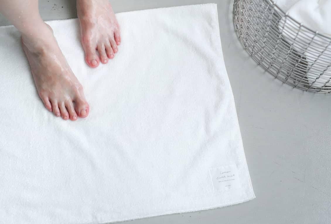 たっぷり吸ってさらっと乾く、コットンバスマット(ホワイト)の商品写真