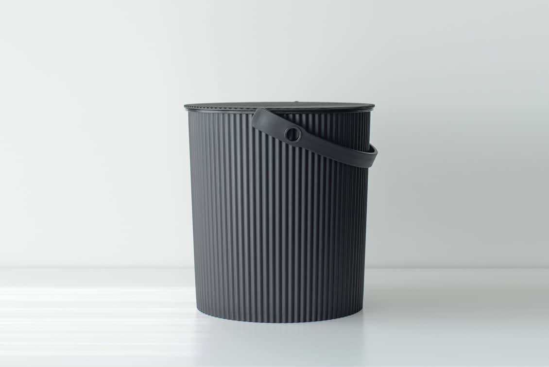 フタ付きバケツ/オムニウッティ/ブラック(20L)の商品写真