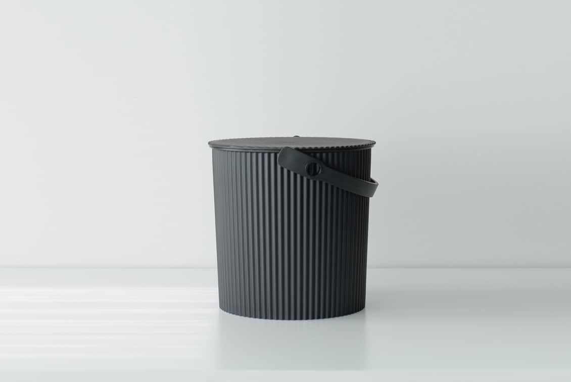 フタ付きバケツ/オムニウッティ/ブラック(10L)の商品写真