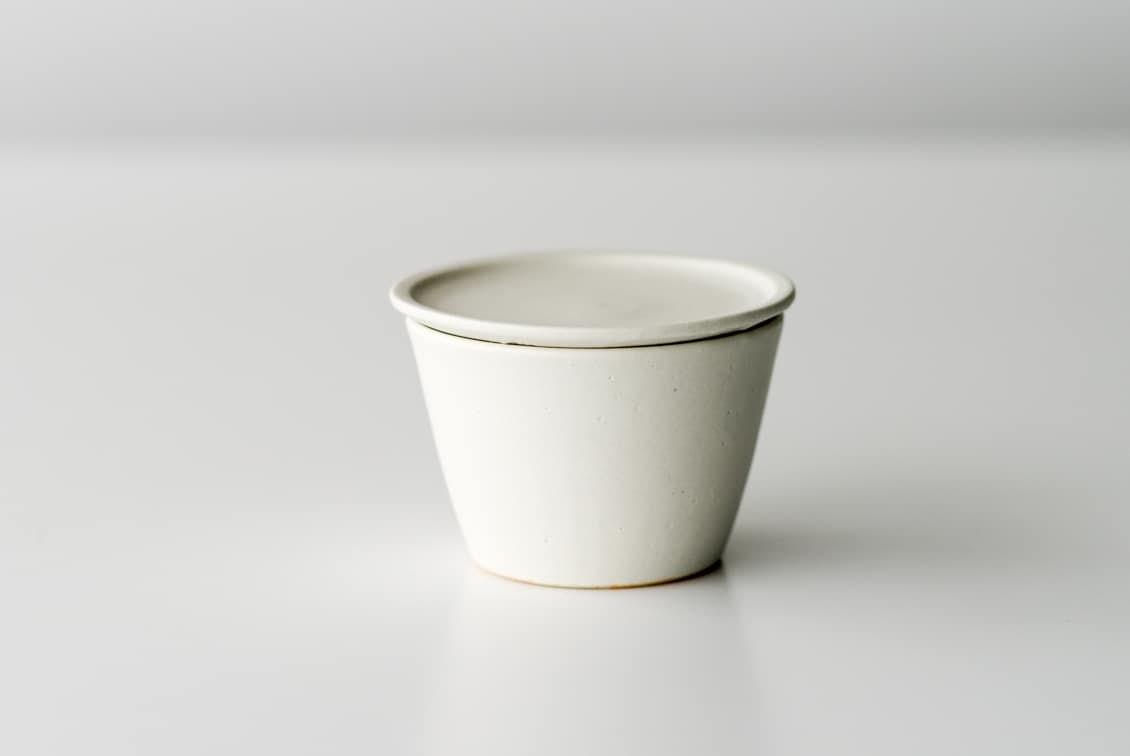 【次回入荷未定】飯高幸作/小皿付きマグ/FUTACK/ホワイトの商品写真
