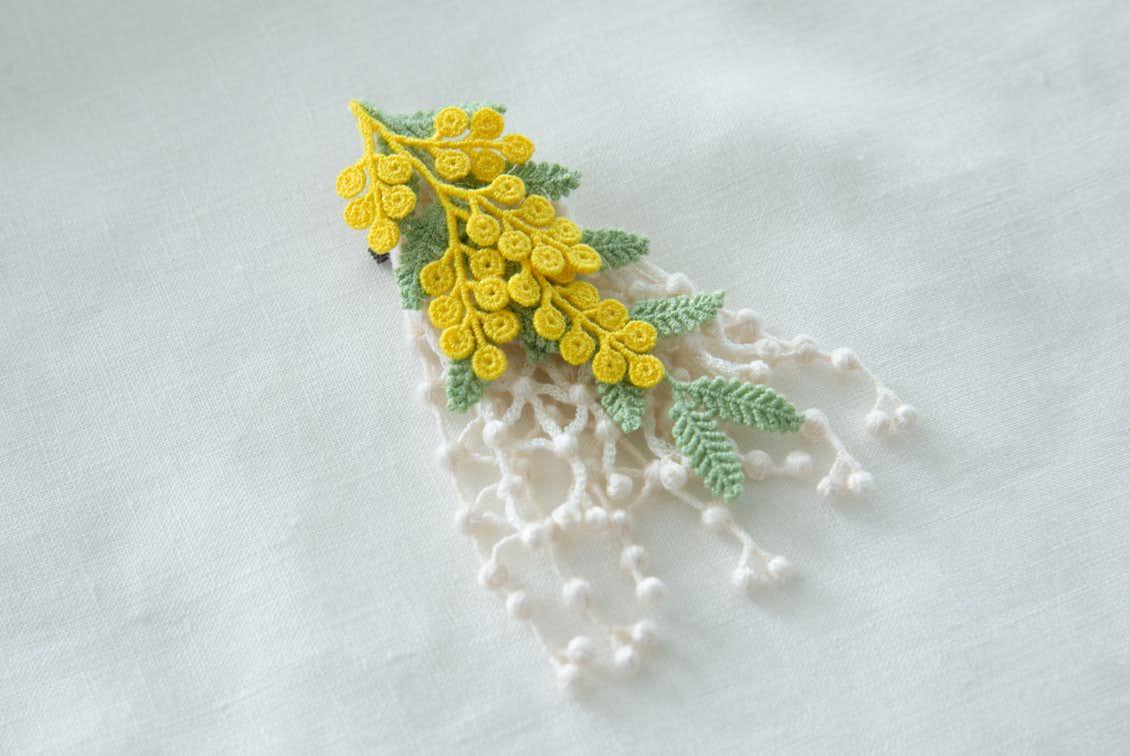 【今季終了】ミモザの刺繍コサージュ(イエロー)/000×KURASHI&Trips PUBLISHINGの商品写真