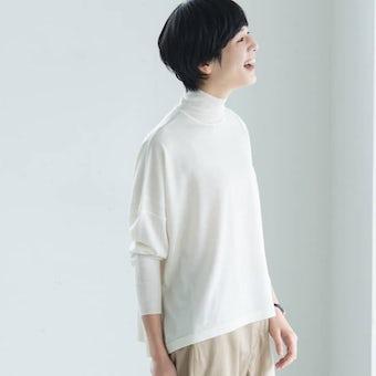 【今季終了】「私に似合う絶妙バランス」首もとスッキリのハイネックニット(オフホワイト)の商品写真