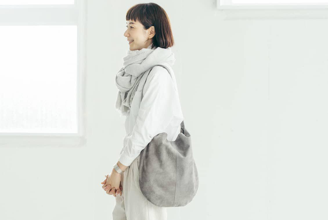 「雨の日にもお気に入りを」撥水スエードの2WAYトートバッグ(グレー)の商品写真