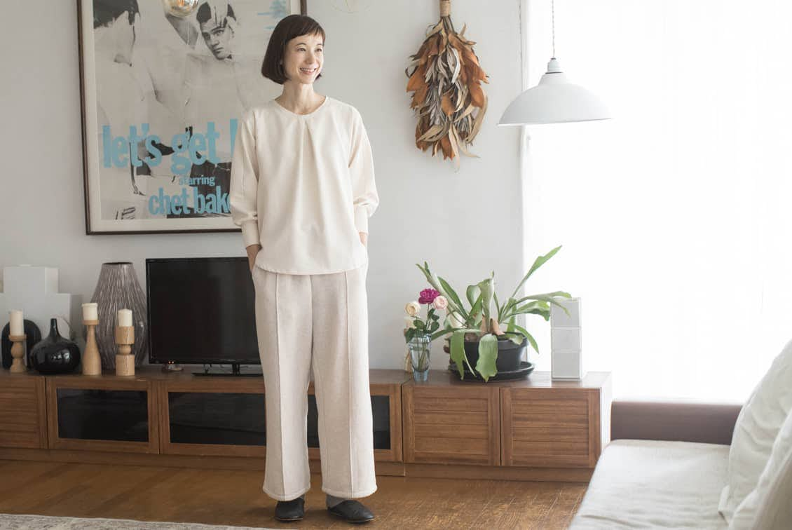 【2019年11月〜12月入荷予定】「家でのわたしも好きになる」見た目も機能もちょうどいいルームウェアセット/香菜子×KURASHI&Trips PUBLISHING(アイボリー×オートミール)の商品写真