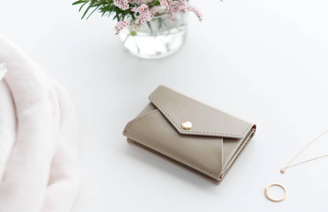 【8月下旬入荷予定】「小さく見えて収納上手」手のひらサイズの本革財布(ベージュ)の商品写真