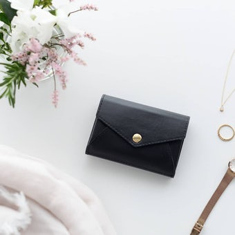 「小さく見えて収納上手」手のひらサイズの本革財布(ブラック)の商品写真