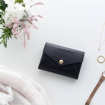 「小さく見えて収納上手」手のひらサイズの本革財布 / KURASHI&Trips PUBLISHINGの商品写真