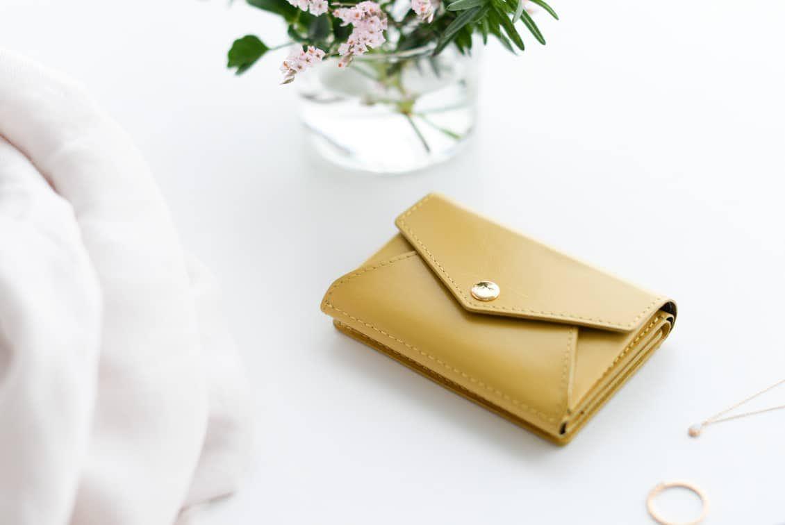 【8月下旬入荷予定】「小さく見えて収納上手」手のひらサイズの本革財布(マスタード)の商品写真