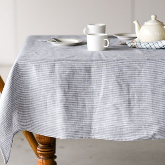 【次回入荷未定】「気分も彩るキッチンに」両面使えるテーブルクロス(S:130×130cm)/KURASHI&Trips PUBLISHINGの商品写真