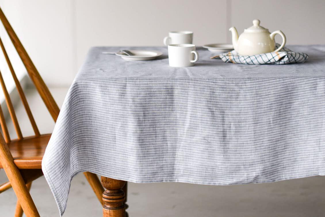 「気分も彩るキッチンに」両面使えるテーブルクロス(L:130×180cm)/KURASHI&Trips PUBLISHINGの商品写真
