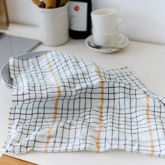 「気分も彩るキッチンに」正方形のキッチンクロス(グラフチェック)の商品写真