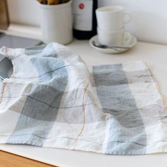 「気分も彩るキッチンに」正方形のキッチンクロス(タータンチェック)の商品写真
