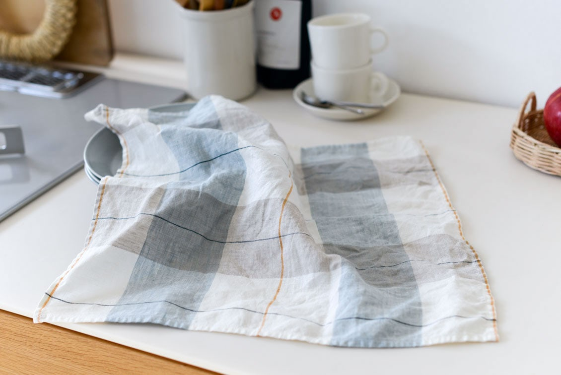 「気分も彩るキッチンに」正方形のキッチンクロス(タータンチェック)/KURASHI&Trips PUBLISHINGの商品写真