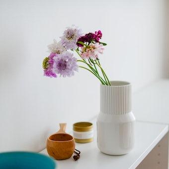 「花との暮らし、はじめよう」白磁のフラワーベースの商品写真