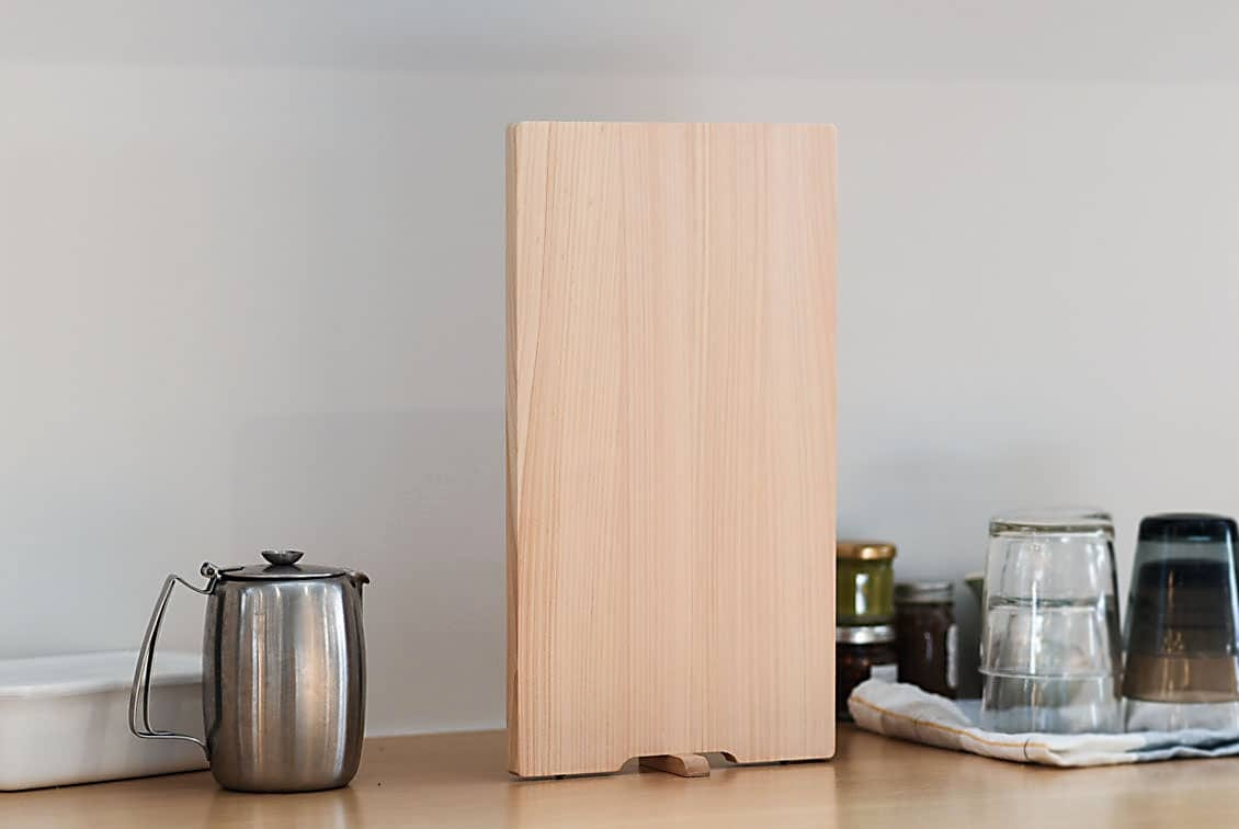 【次回8月末入荷予定】ひのきのまな板・スタンド付き/レギュラー(20×36.5cm)の商品写真