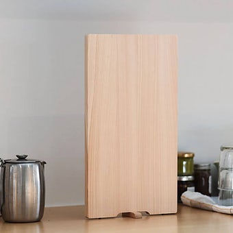 【次回2月中旬入荷予定】ひのきのまな板・スタンド付き/レギュラー(20×36.5cm)の商品写真