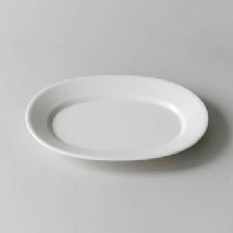 「平日夜のわたしの味方」おかずが引き立つオーバルプレート/18cm(オフホワイト)の商品写真