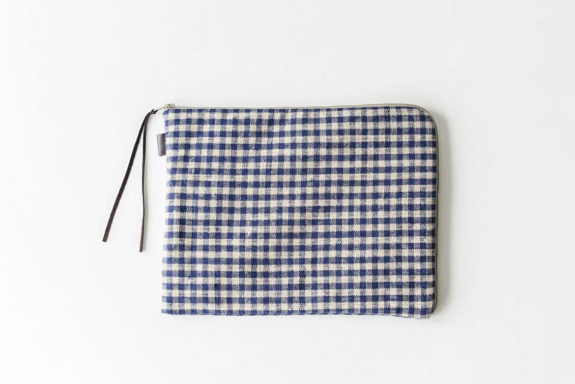 「見た目も機能もあきらめない」持ち歩きたくなるバッグインバッグ(チェック)/fog linen work×KURASHI&Trips PUBLISHINGの商品写真