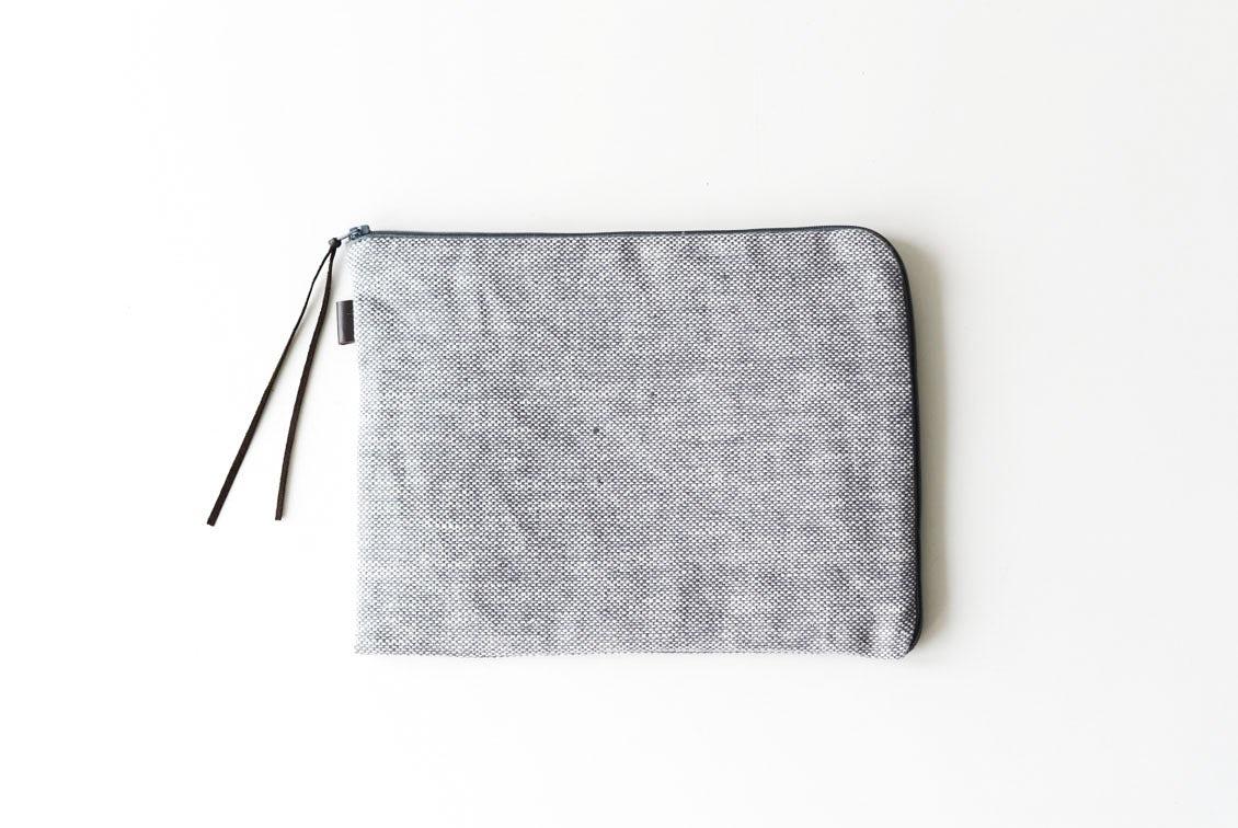 【次回入荷未定】「見た目も機能もあきらめない」持ち歩きたくなるバッグインバッグ(シャンブレー)/fog linen work×KURASHI&Trips PUBLISHINGの商品写真