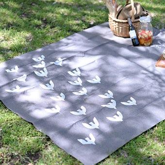 レジャーシート / のんびり旅するカモメ柄(チャコールグレー)の商品写真