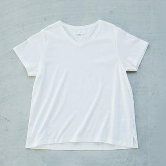 「大人に似合うワケがある」素肌も心もよろこぶTシャツ/Vネック(ホワイト)の商品写真
