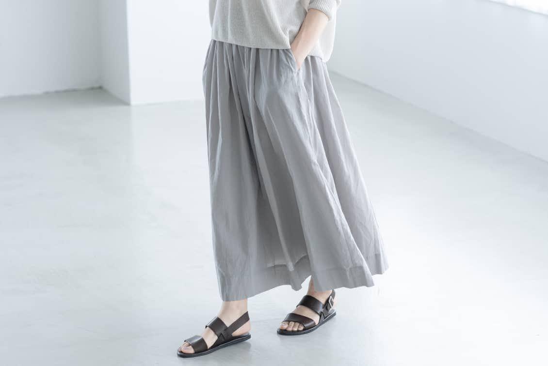 ※「私になじむ新定番」パンツ派さんにもおすすめのギャザースカート(ライトグレー)の商品写真