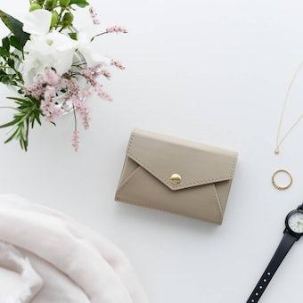 「小さく見えて収納上手」手のひらサイズの本革財布(ベージュ)の商品写真