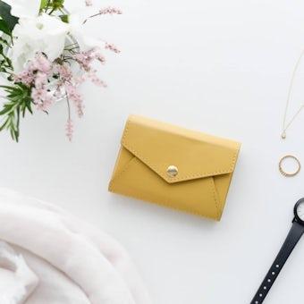 【次回2月中旬入荷予定】「小さく見えて収納上手」手のひらサイズの本革財布(マスタード)の商品写真