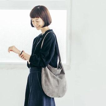 【次回9月下旬入荷予定】「雨の日にもお気に入りを」撥水スエードの2WAYトートバッグ(グレー)の商品写真