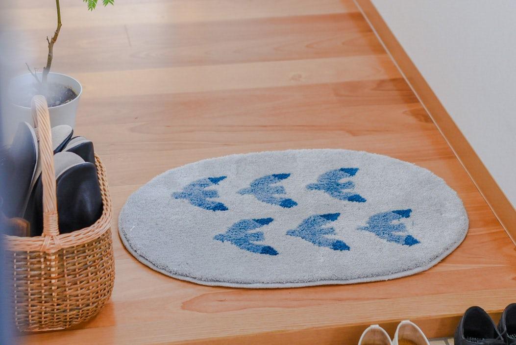 玄関マット/もてなし上手のカモメ柄(ブルー)/KURASHI&Trips PUBLISHINGの商品写真