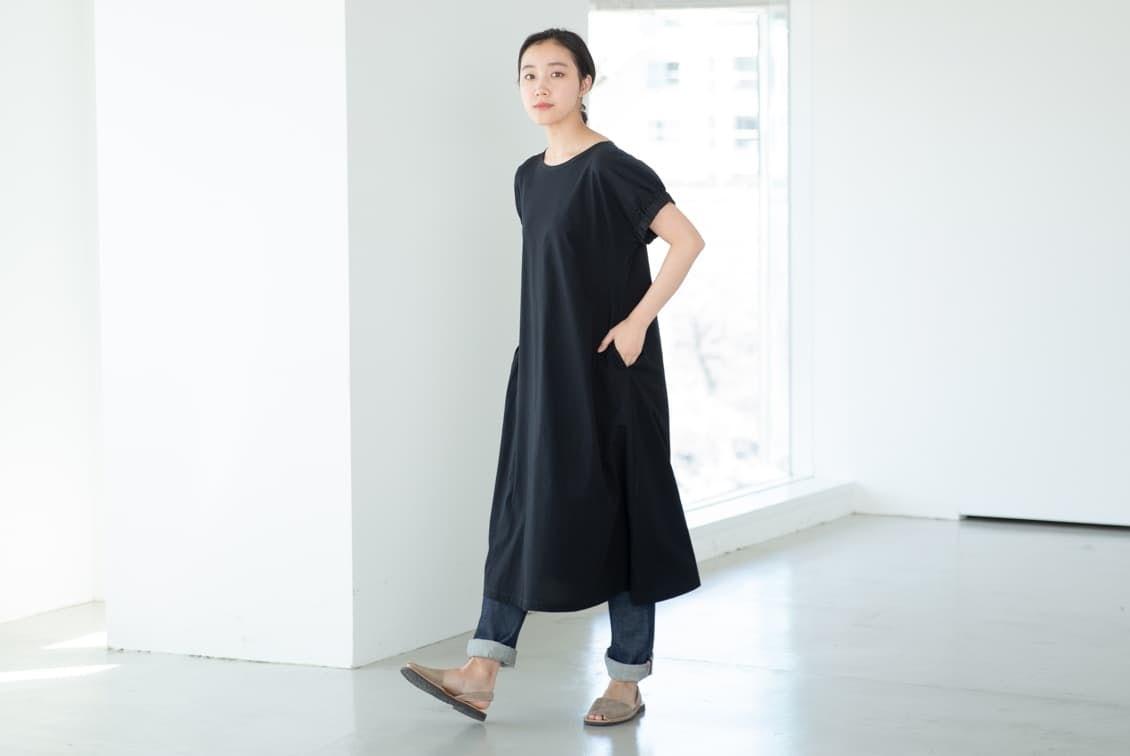 【今季終了】「夏の装い心地よく」ふんわり袖のカットソーワンピース(ブラック)の商品写真