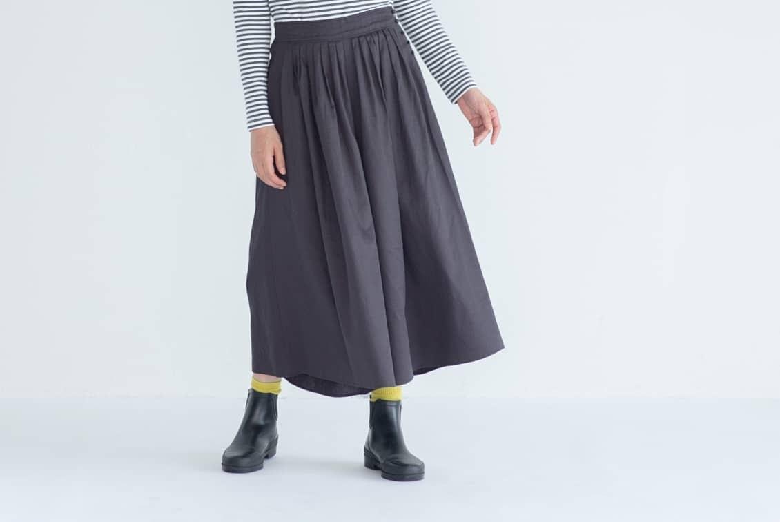 【今季終了】「雨の日もおしゃれに」こだわり丈のフレアパンツ / ダークグレー(レギュラーサイズ)の商品写真