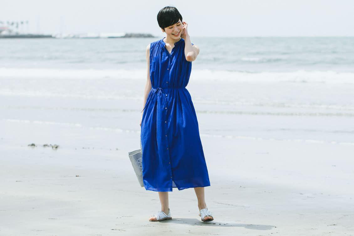【今季終了】「旅の気分に着がえよう」くしゅっと丸めてOK!ロングワンピース(ブルー)の商品写真