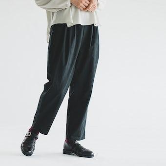 【今季終了】「秋いちボトムス」着まわし力ばつぐんのテーパードパンツ(ブラック)レギュラーサイズの商品写真