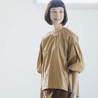 【今季終了】「洗いざらしがマイルール」2WAYトップス(ベージュ)/香菜子×KURASHI&Trips PUBLISHINGの商品写真