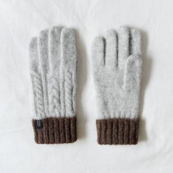 【次回10月入荷予定】「冬の手もとが好きになる」ケーブル編みの手袋/グレー×ブラウンの商品写真