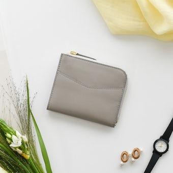 「スリムに見えて収納上手」L字ファスナーのミニ財布の商品写真
