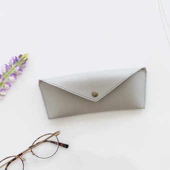 かばんにスッキリおさまるメガネケース(メガネ拭き付き)/ グレーの商品写真