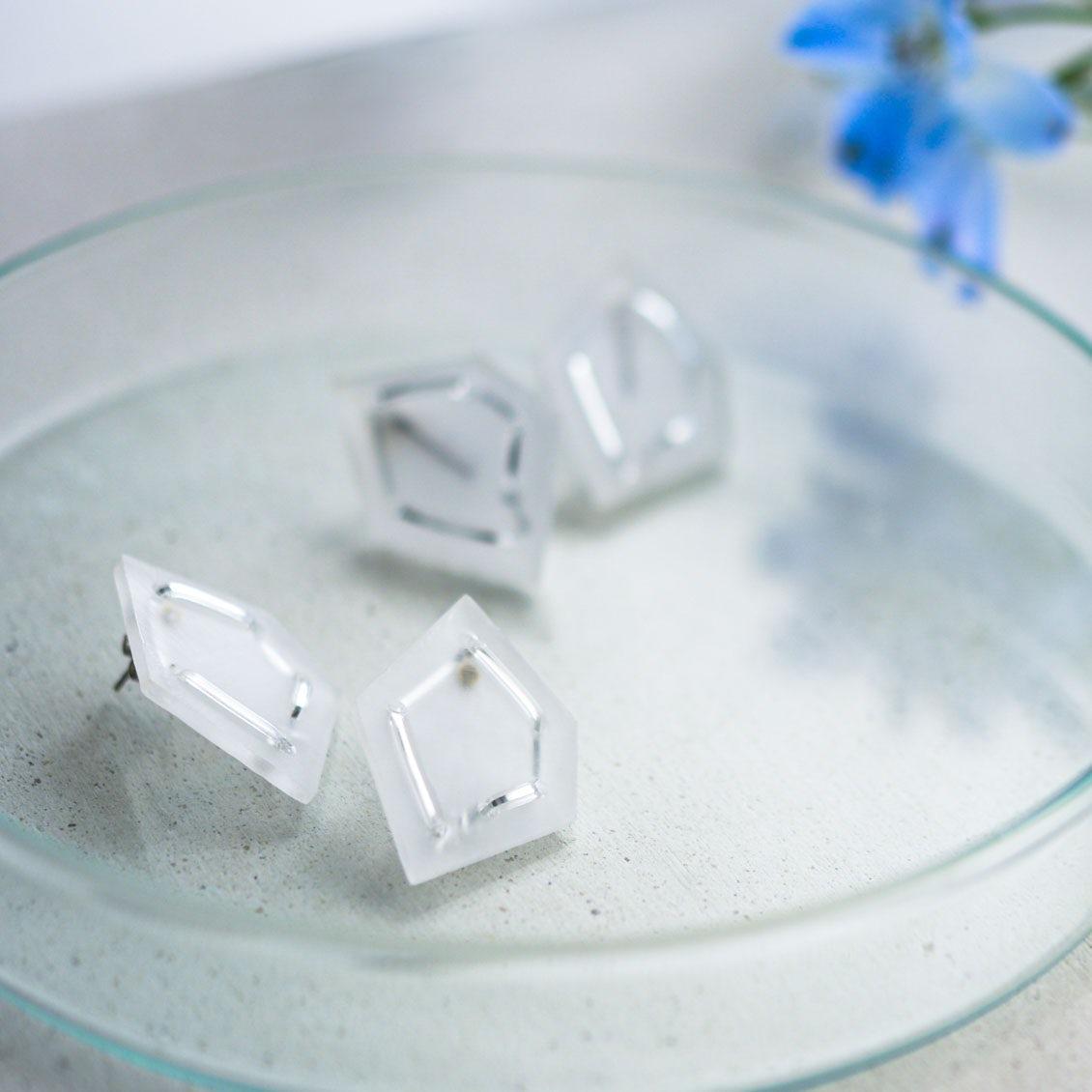 涼やかな「氷の石」のアクセサリー