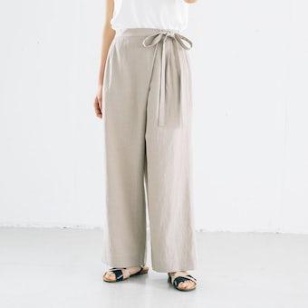【今季終了】「夏こそオシャレも、着心地も」涼やか素材のラップパンツ(ベージュ)の商品写真