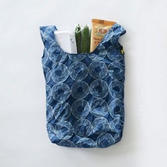 イイダ傘店 / くしゃっと収納エコバッグ(バウムクーヘン)/ ブルーの商品写真