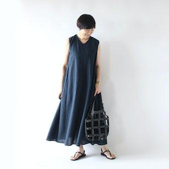 【今季終了】金子敦子さんとつくった大人のノースリーブワンピース(ネイビー)の商品写真