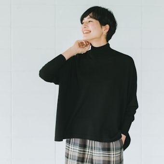 【今季終了】「私に似合う絶妙バランス」首もとスッキリのハイネックニット(ブラック)の商品写真
