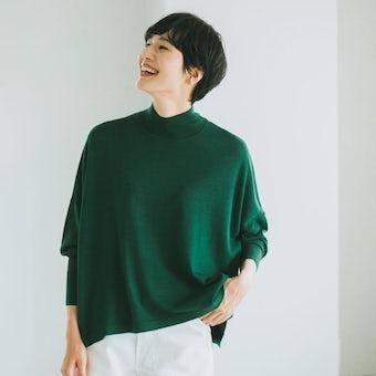 「私に似合う絶妙バランス」首もとスッキリのハイネックニット(グリーン)の商品写真